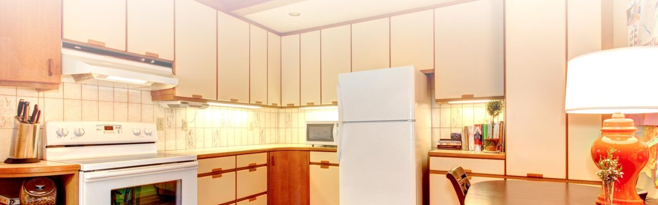 https://preppaintrepeat.com/wp-content/uploads/2020/03/Painting-Old-Cabinets-1280x400.jpg